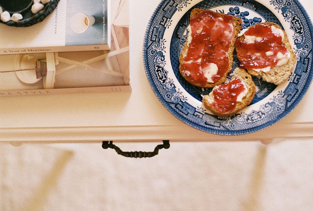 Jam On My Toast (by lorena*arance)