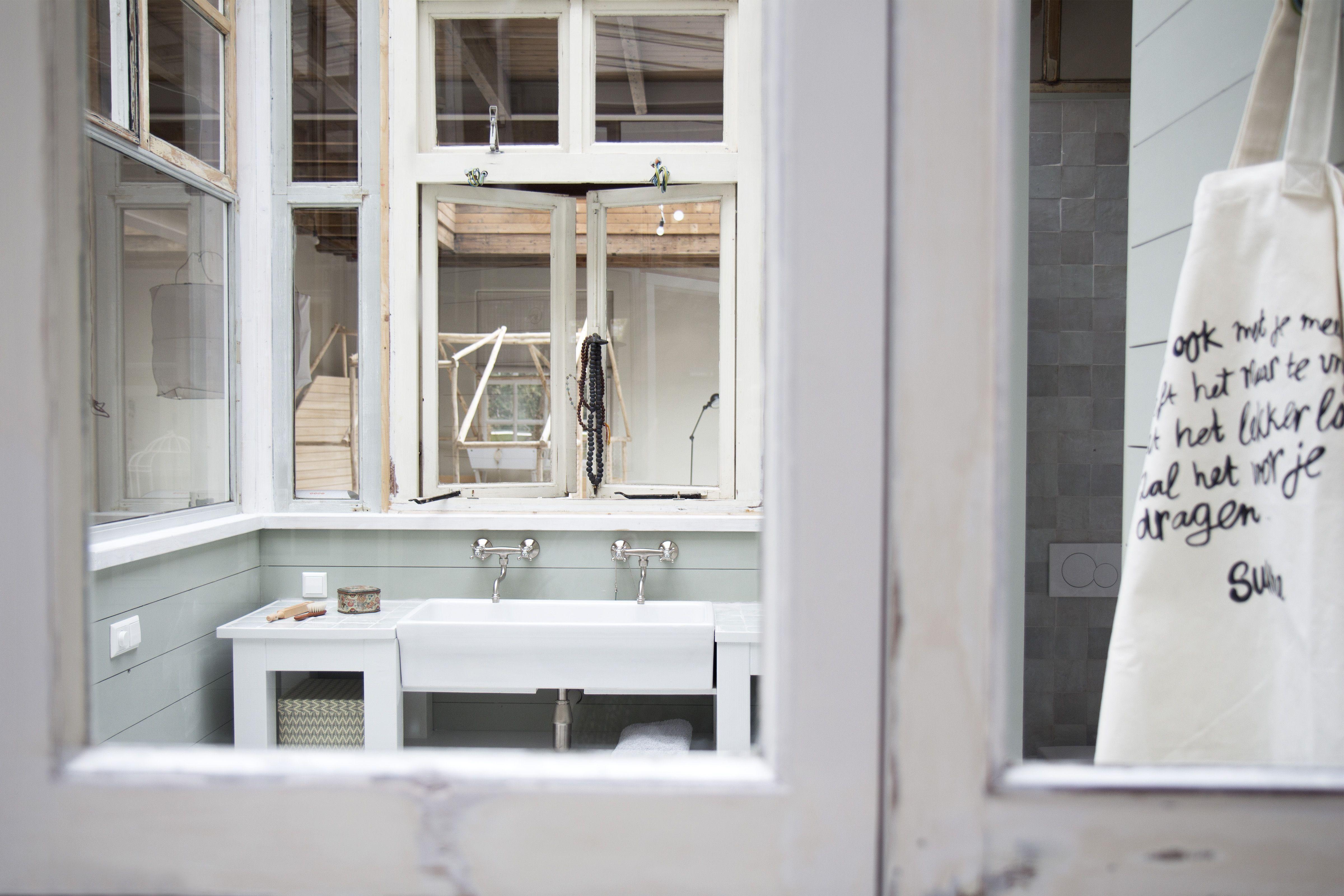 Houtmankade atelier sukha studio leem leemwand beton betonvloer