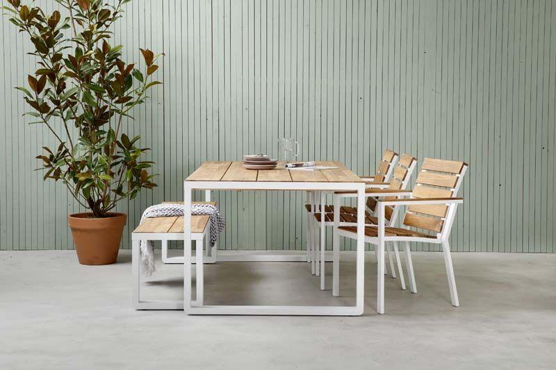 Karwei moderne tuintafel met een aluminium frame voor een