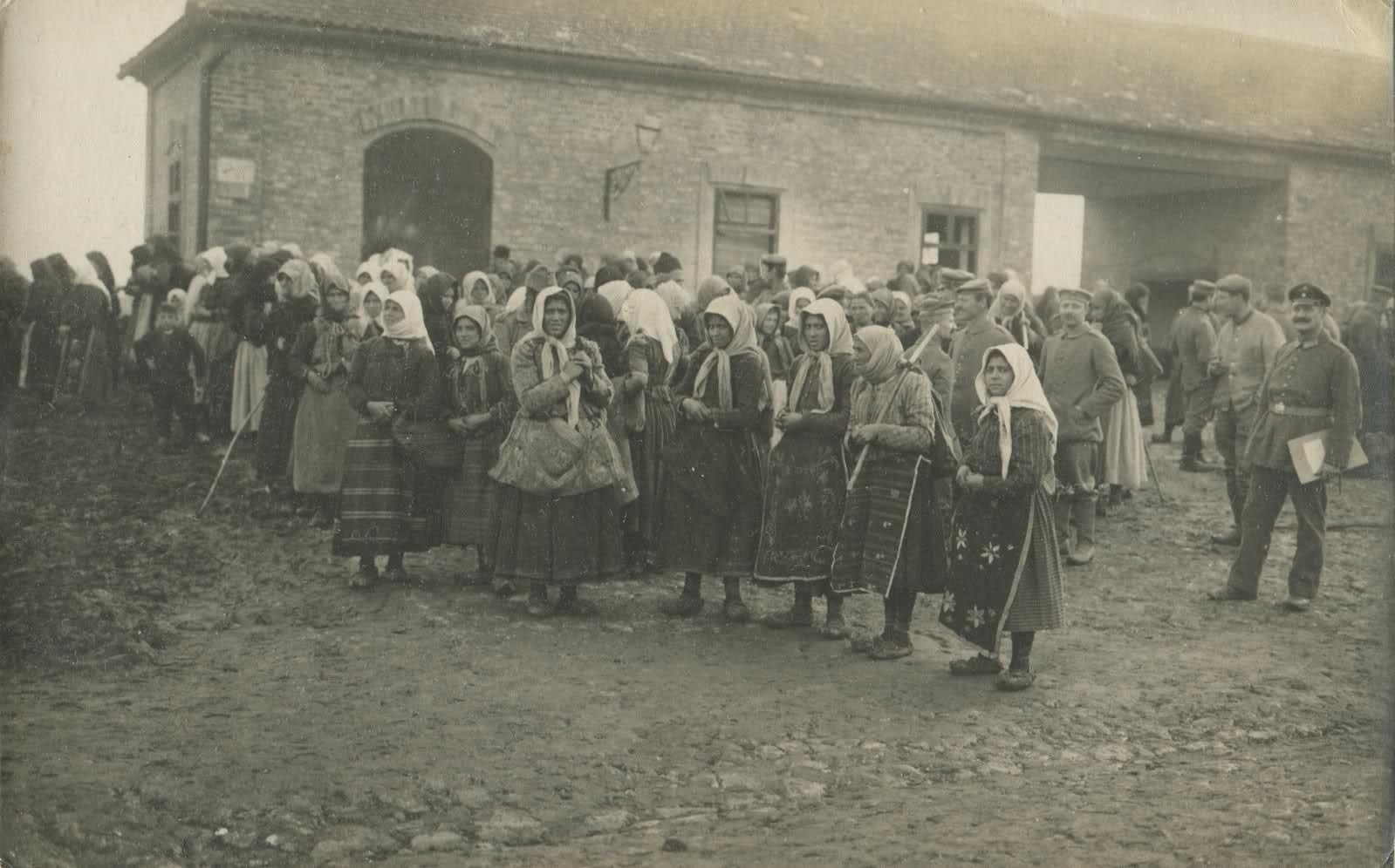 Povratak izbeglica i smestaj u prihvatilistu - 1914-1918   Old postcards and photos of Serbia / Stare razglednice i fotografije Srbije