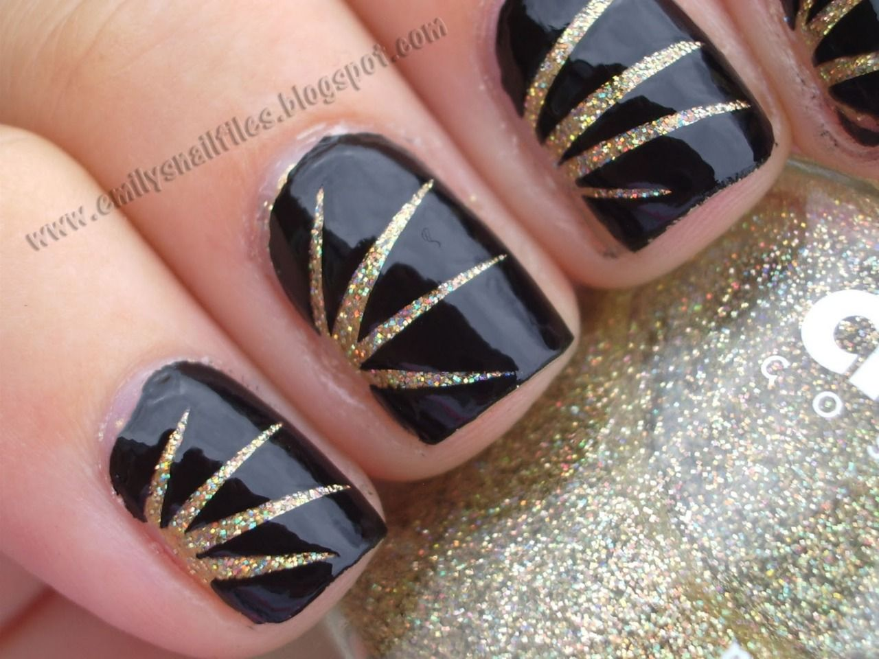 Scotch tape nail art with an art deco feel Apply Bloom
