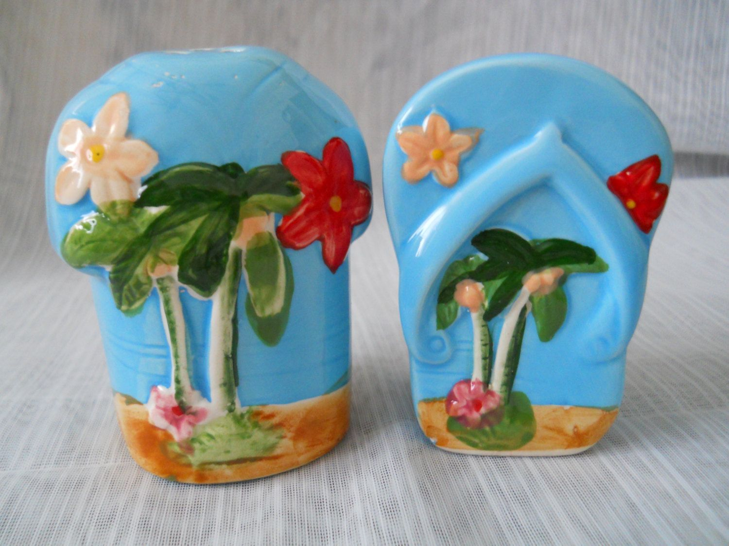 Beach Flip Flop and Shirt Salt and Pepper Shakers - vintage, collectible, beach, summer by DEWshophere on Etsy
