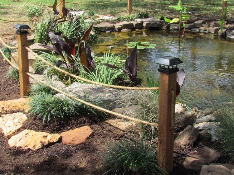 Gartenteich Kindersicher Machen Teich Steinen Zaun Holzpfosten Seil