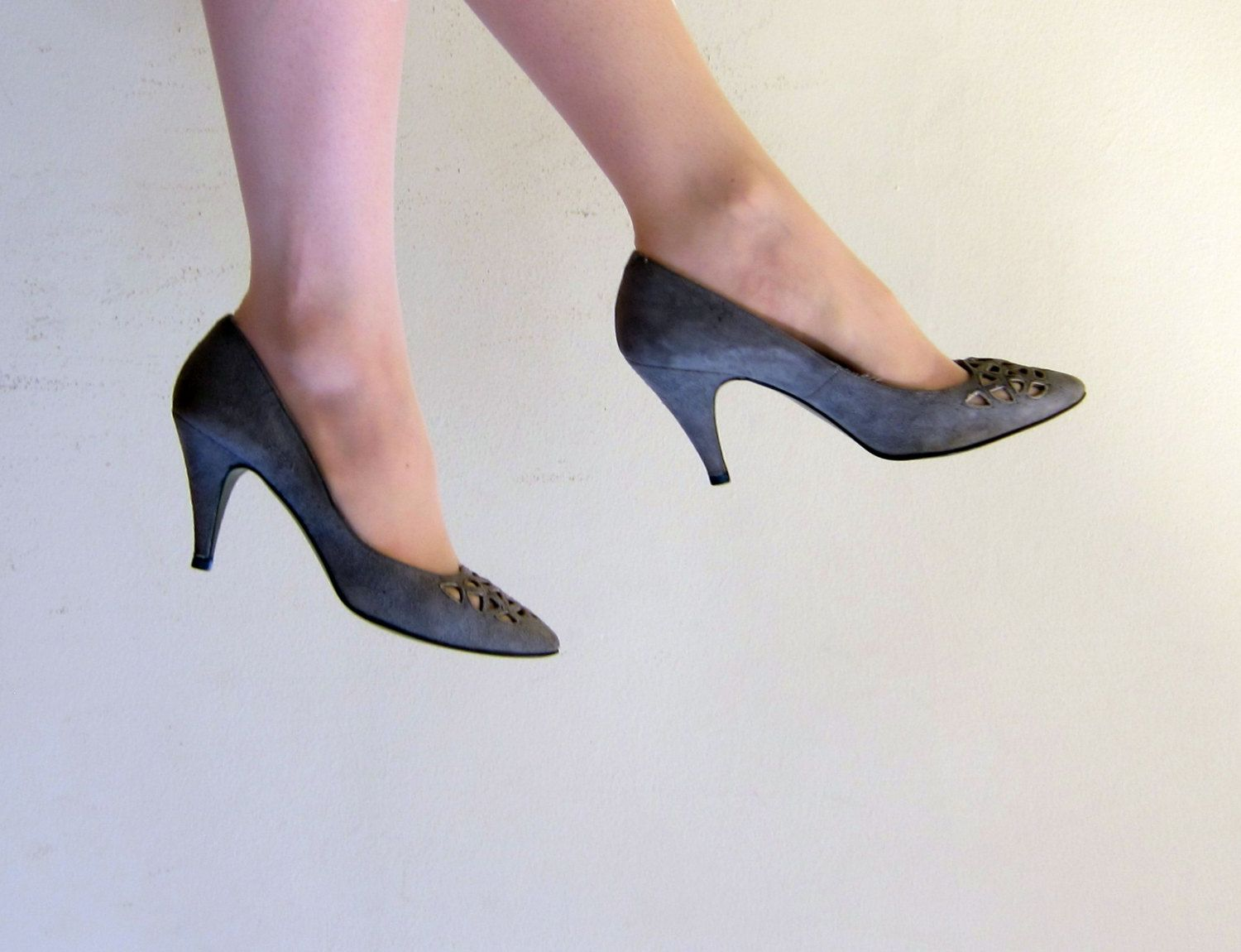 58a5e1cc93512 Vintage 1980s Grey Suede High Heeled Pumps / 80s Shoes with Cut Outs  Chandlers / 6 1/2 by BasyaBerkman on Etsy