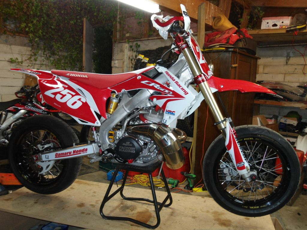 CR 600? wow  look at the size of that cylinder! 2 Stroke super moto