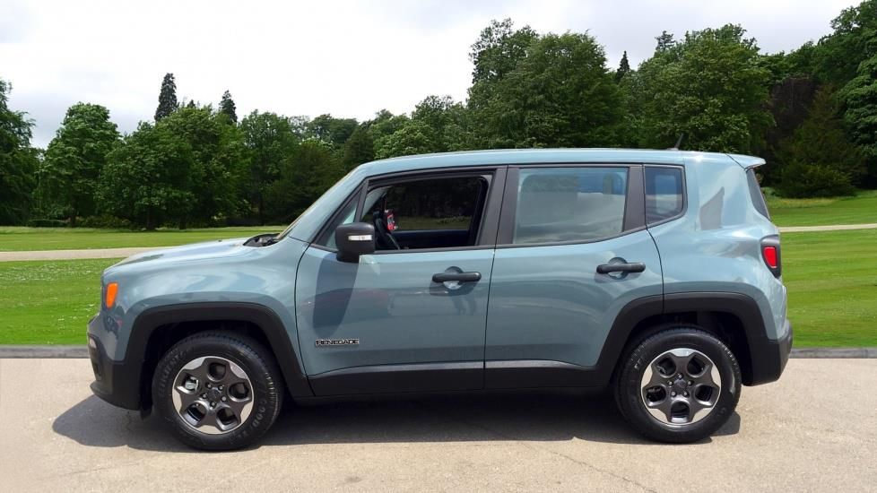 Enjoy yourself in a very affordable way with a 2017 Jeep