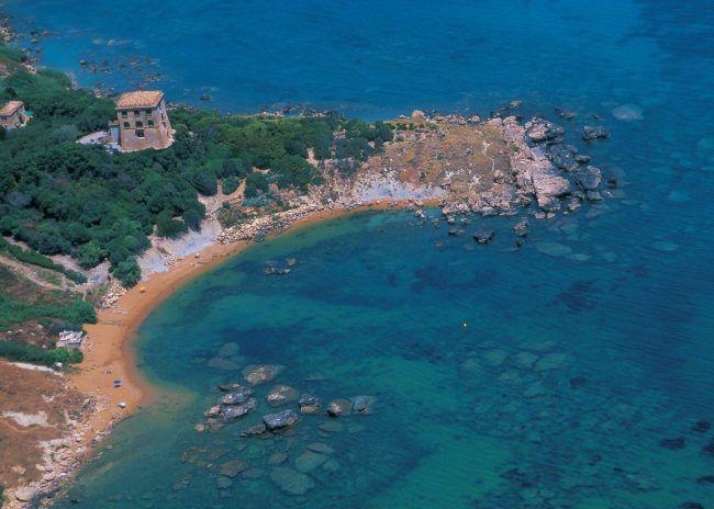 Da anni in prima linea a difesa dei beni della sua terra, Margherita Corrado è stata interdetta dalla Soprintendenza dopo le denunce per salvare Punta Scifo