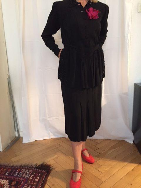 Aktuell in den #Catawiki-Auktionen: Kleid von 1940 schwarz perlenbestickt