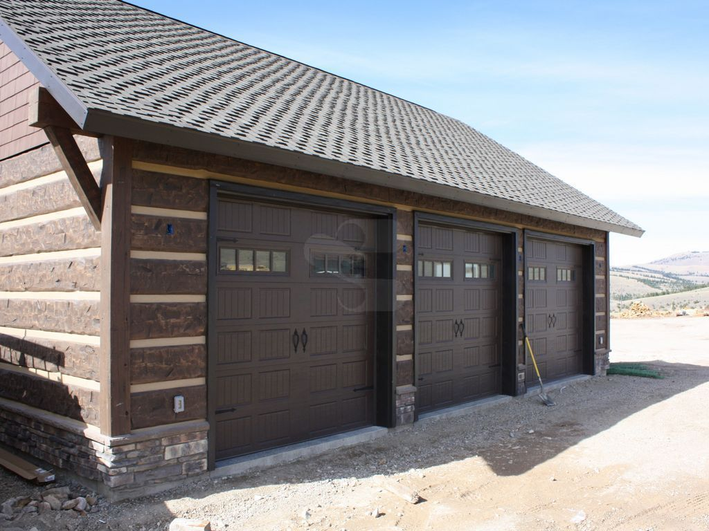 Philipsburg montana residence profile 16 hand hewn E log siding