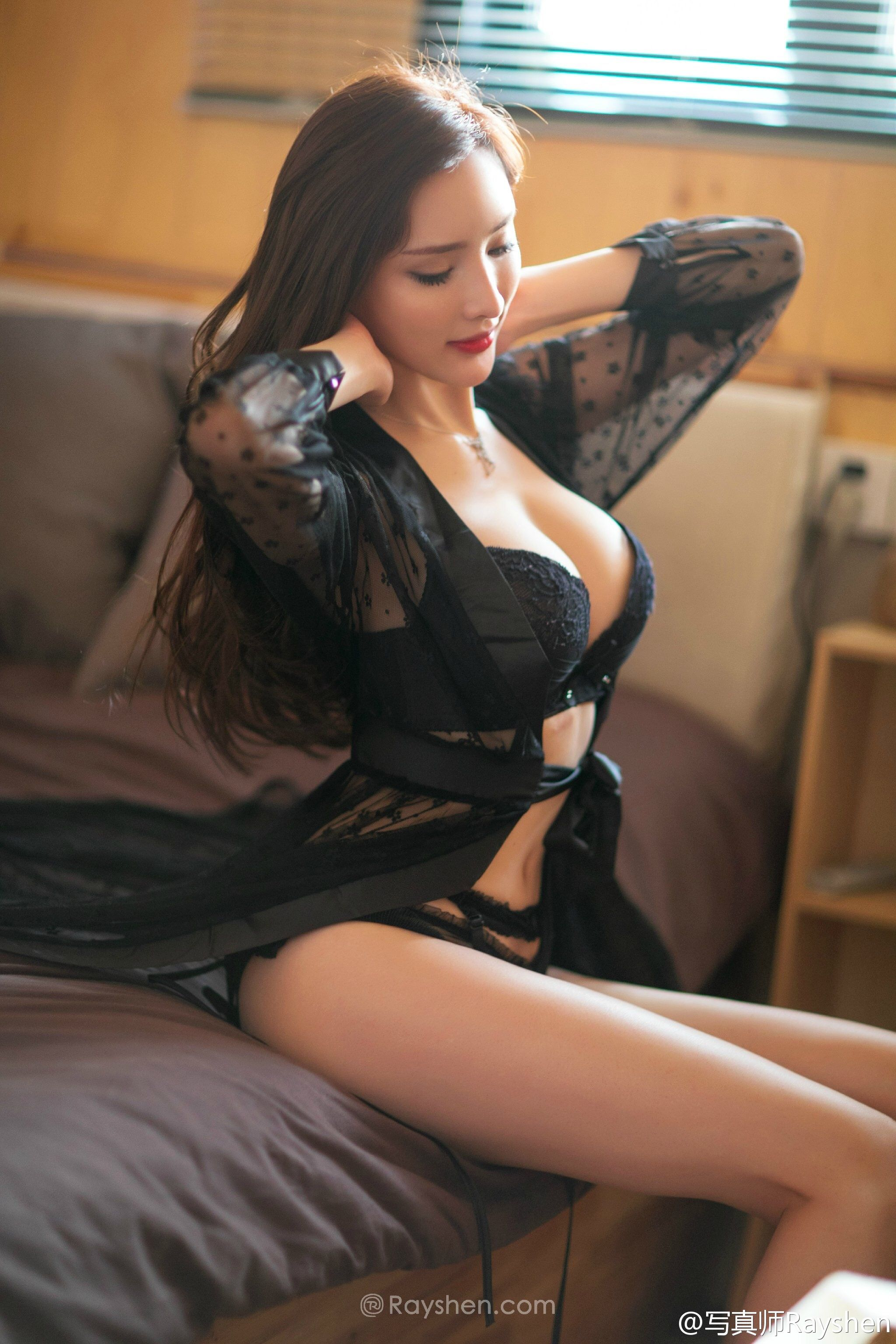 Gorgeous Latina Orgasm On Cam