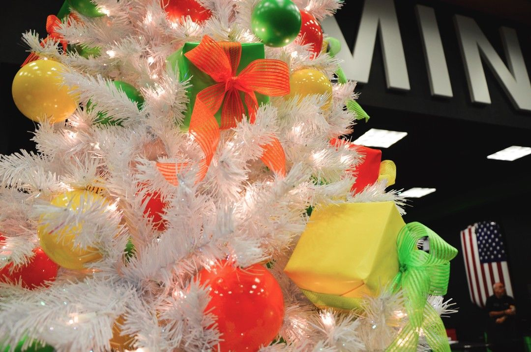 I really am a fan of presents in a tree, would love the chance to do a large tree with large presents, who knows maybe this is the year.................. #christmasgoals  #christmastree #christmaspresents #christmasornaments #christmaslighting #christmasdisplays #christmasdetails #christmasspecialists #socalchristmas #orangecountycalifornia #occhristmas #christmasgarland #christmasdisplays #christmasdecorators #professionalchristmasdecorator #holidaydecorations #holidaydesign #christmasdecorator