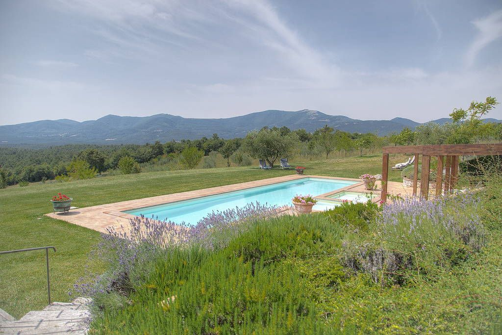4600 Euro 10 min south Todi Villa in Camera, Italy. Town or country? You don't have to choose—villa Campo Rinaldo has views of both.  Town or country? You don't have to choose—villa Campo Rinaldo has views of both. Facing the Apennines in one direction and the villages of Umbria's Todi area in anot...