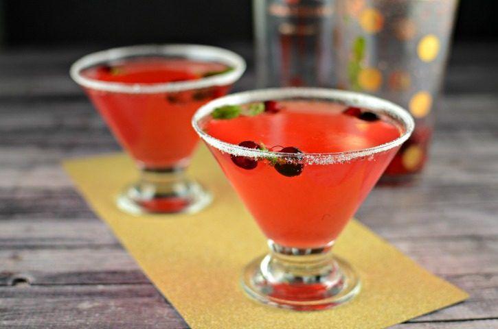 Cranberry Mint Fizz – A Christmas Cocktail Recipe
