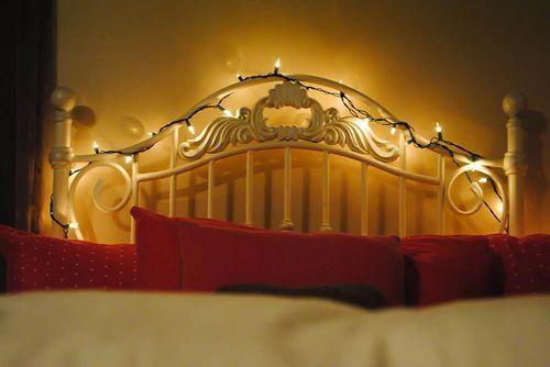 Tips to hang #Christmas lights in #bedroom #ChristmasLights