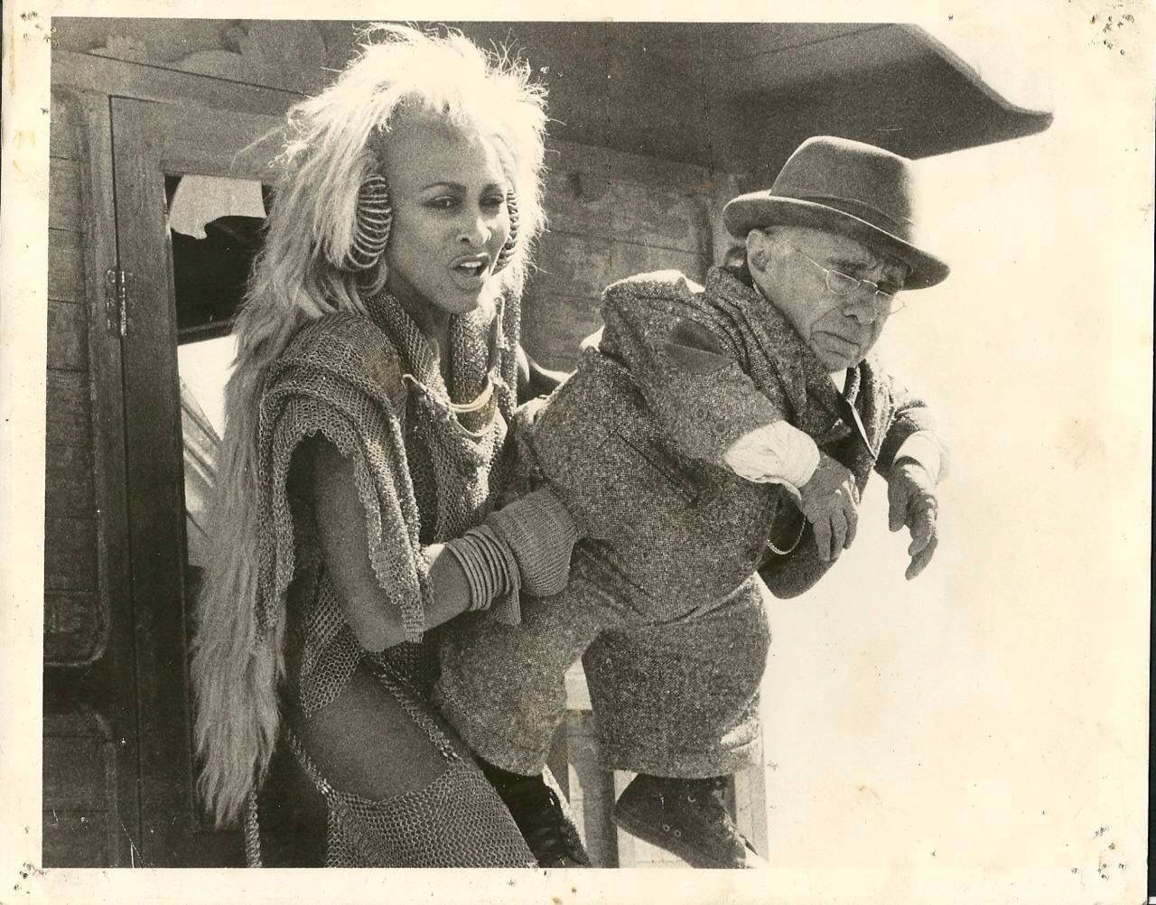 Tina Turner in Mad Max 3 | Tina turner, Queen pictures ...