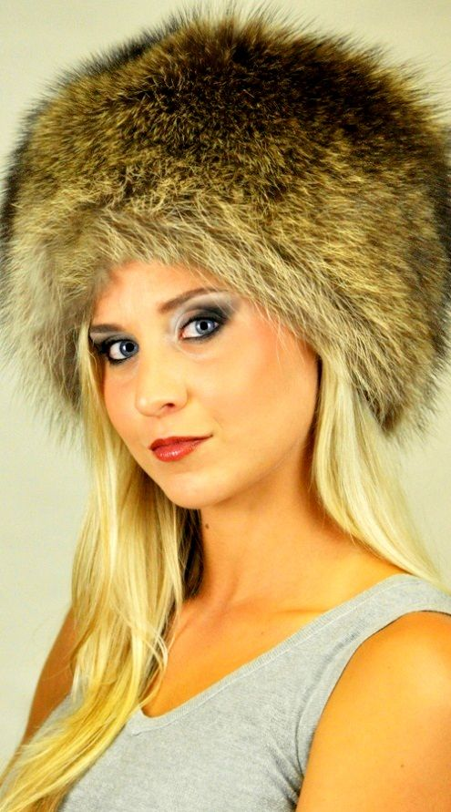 Cappello classico in autentica pelliccia di procione www.amifur.it ... cd04fb84915f