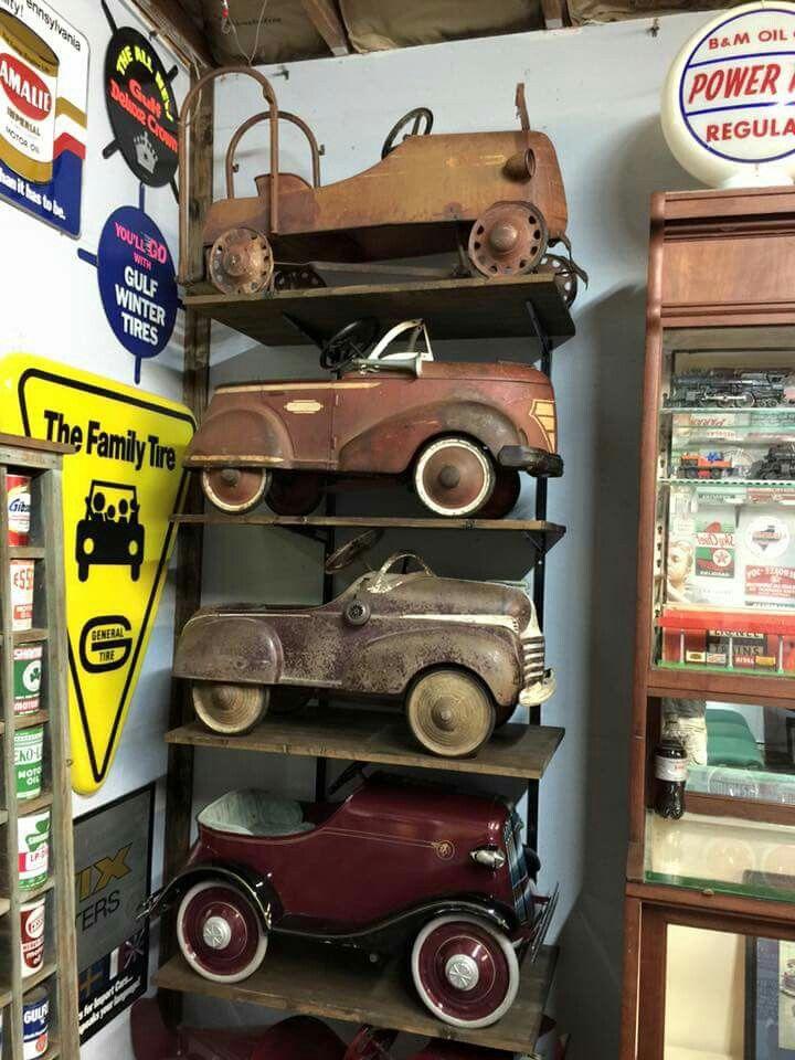 Great vintage pedal car display!   Vintage Oil Cans, Displays ...