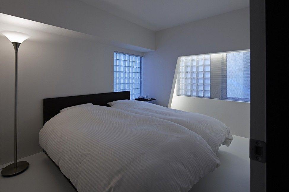 schwarz-weiß-Wohnung-Design in Tokio zeitgenössische - minimalismus schlafzimmer in weis