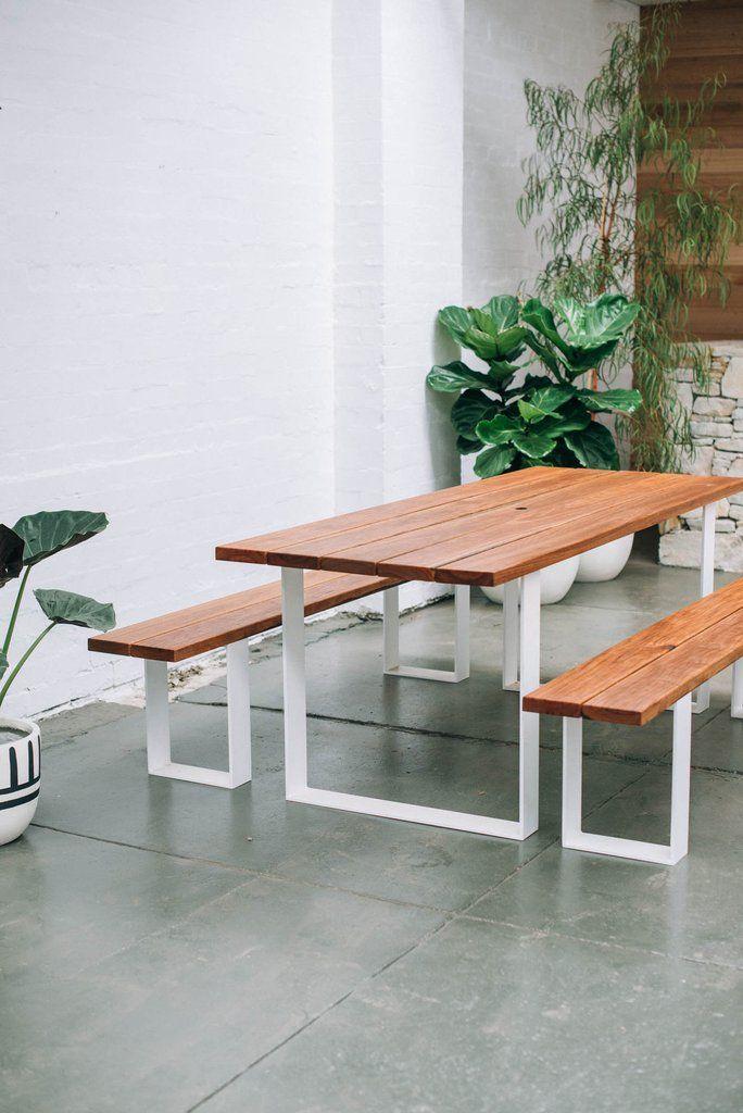 Garden table + benches