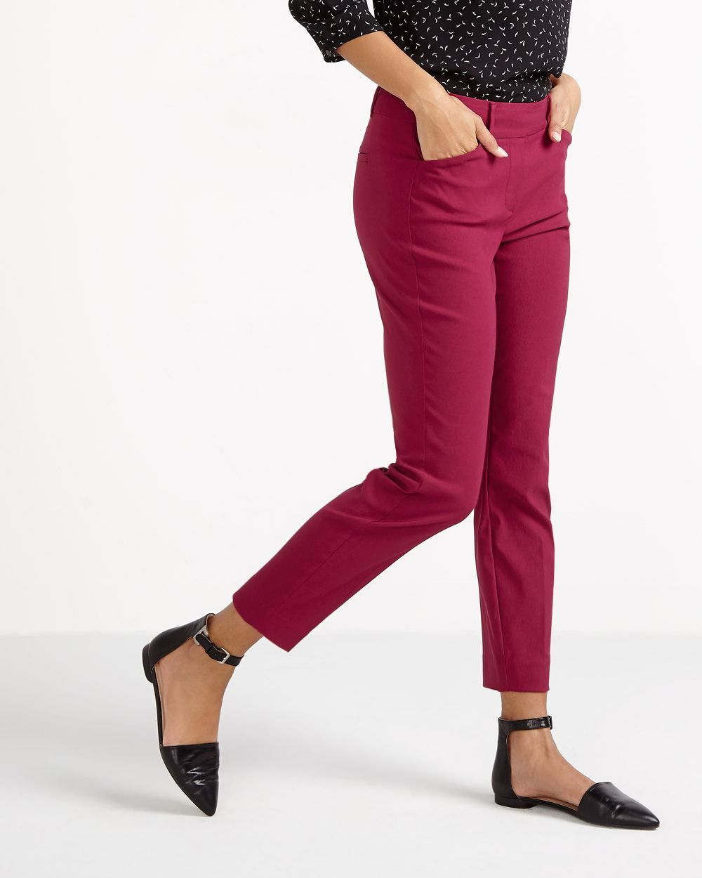 The Petite Iconic Ankle Pants combine an elegant look with a relaxed feel. The cropped length is flattering and ideal to show off stylish footwear. These pants are perfect with a crisp shirt or a printed blouse.