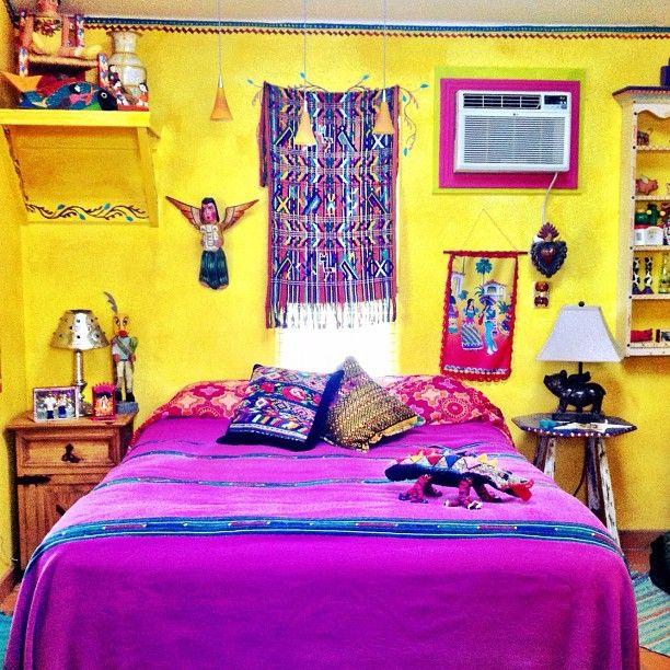 Purple and mexican style perfect decoraci n rec maras for Decoracion de interiores estilo mexicano