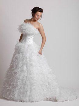 Brautkleid Mit Federn Cinderella Traumkleid De Brautkleider
