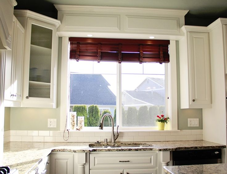 Traditional White Kitchen Photos Window Size And E Above Sink