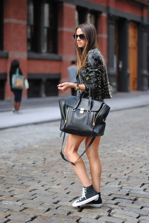 Τα σακάκια και τα δερμάτινα μπουφάν δικαίως είναι η αδυναμία των  περισσοτερων γυναικών στα πανωφόρια 5b9ea985bdb