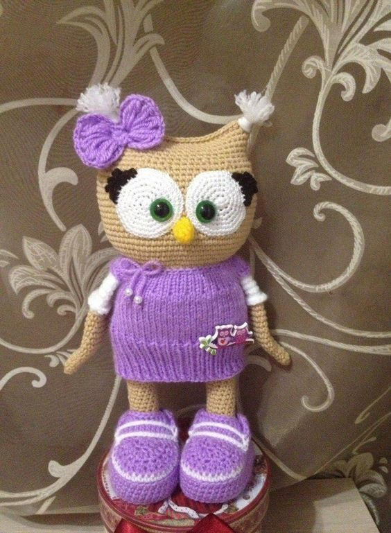 Cute owl in dress - free amigurumi pattern.. there's a pattern for a crochet dress and a pattern for a knit dress. your choice!