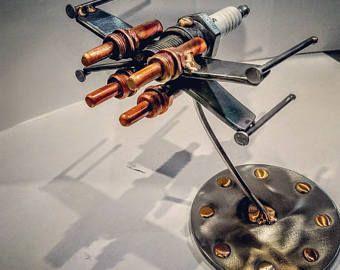 X-Wing de StarWars scrap arte bujía escultura.