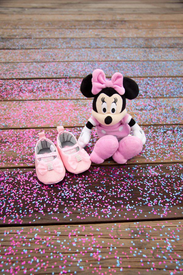 Pin for Later: This Gender Reveal Photo Shoot Is What Disney Dreams Are Made Of