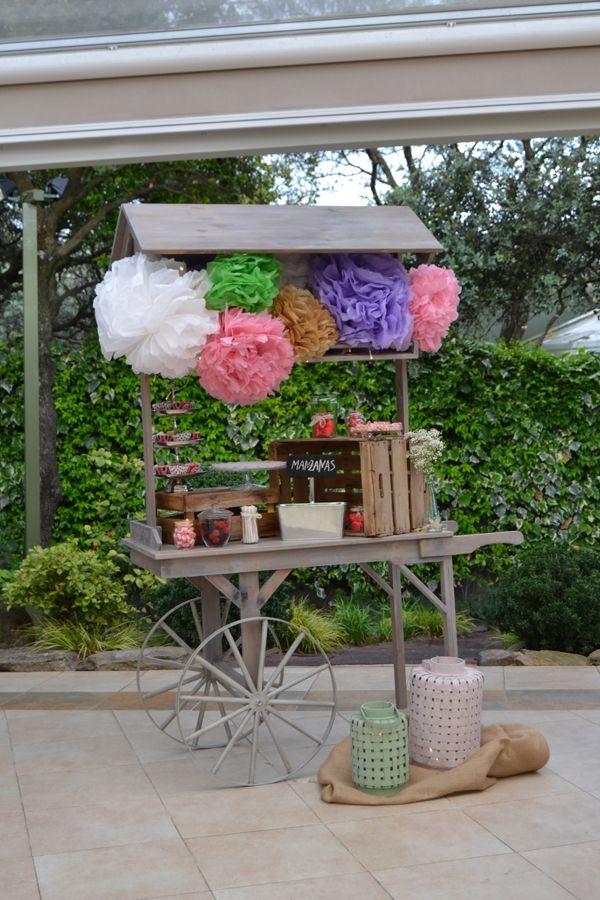 Candy bar dise ado por dimeic carro de madera vintage con for Mesa carro bar madera