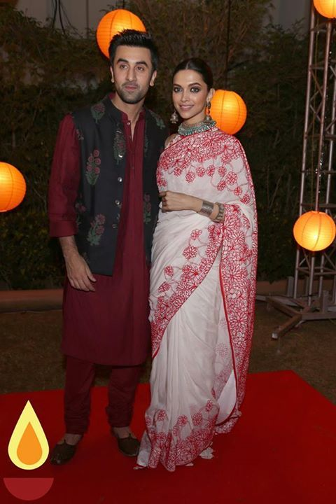 Deepika Padukone And Ranbir Kapoor For Tamasha Promotion Deepika Padukone Style Saree Designs Deepika Padukone