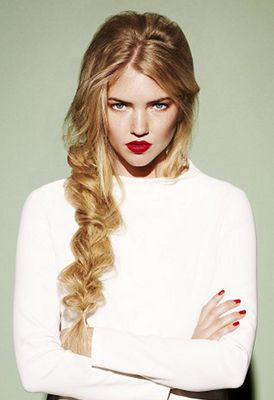 Beautiful Hairstyles for Long Hair - Do you have long beautiful hair and just ran out of ideas regarding styling? We've got this! Here are some available easy beautiful hairstyles for long hair.