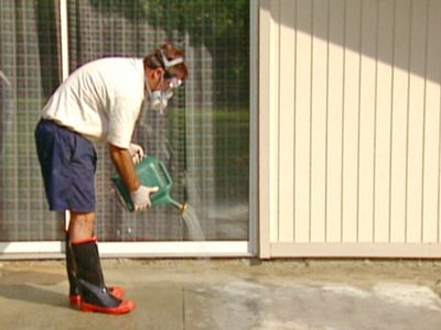 wet concrete and sprinkle cleaning acid solution