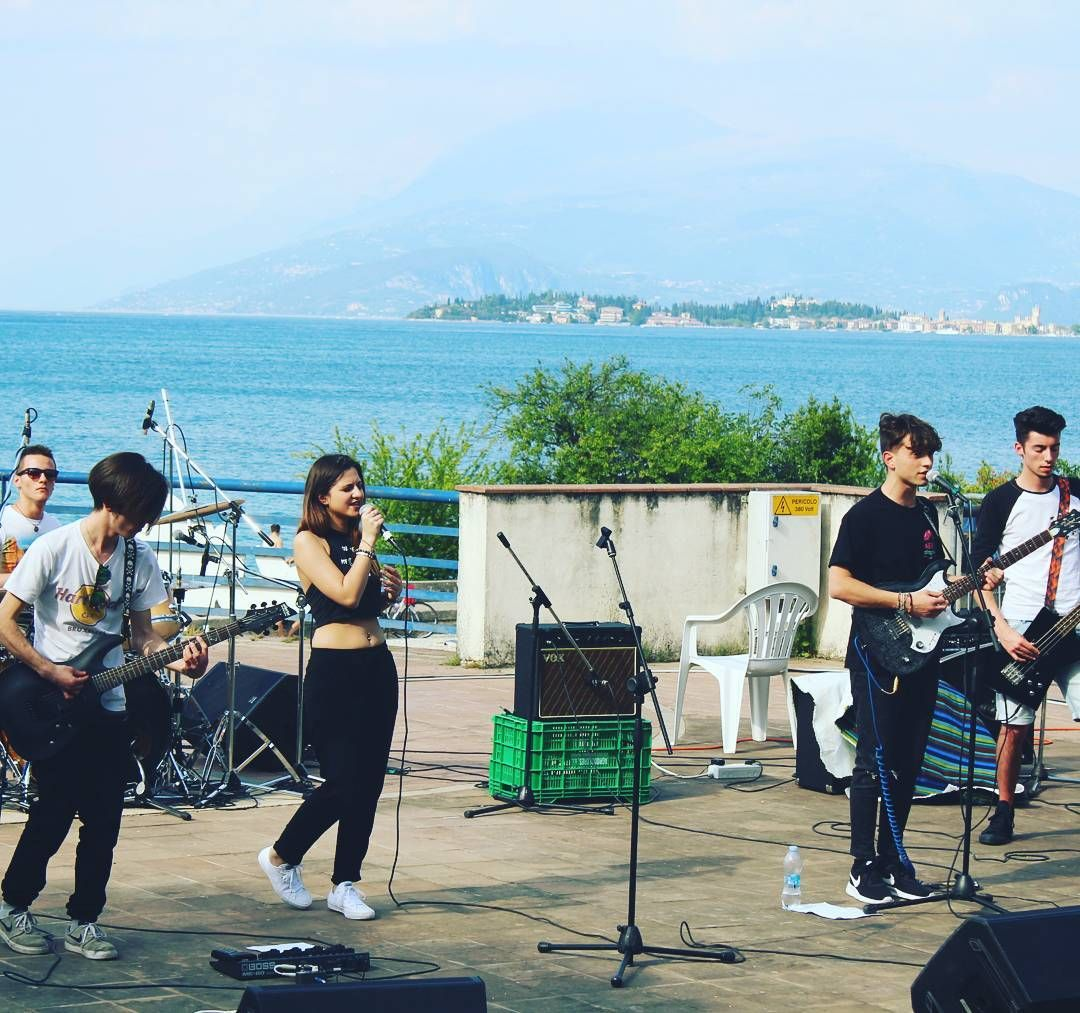 I don't care if I sing off key  I find myself in my melodies  I sing for love, I sing for me  I'll shout it out like a bird set free 💙🎤 Live @Villa Brunati (Desenzano, Brescia) w/Collapse - 08.05.2016