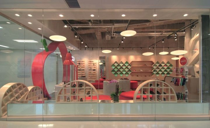 Apple pie children shoe boutique by stefano tordiglione for Boutique pret a porter decoration