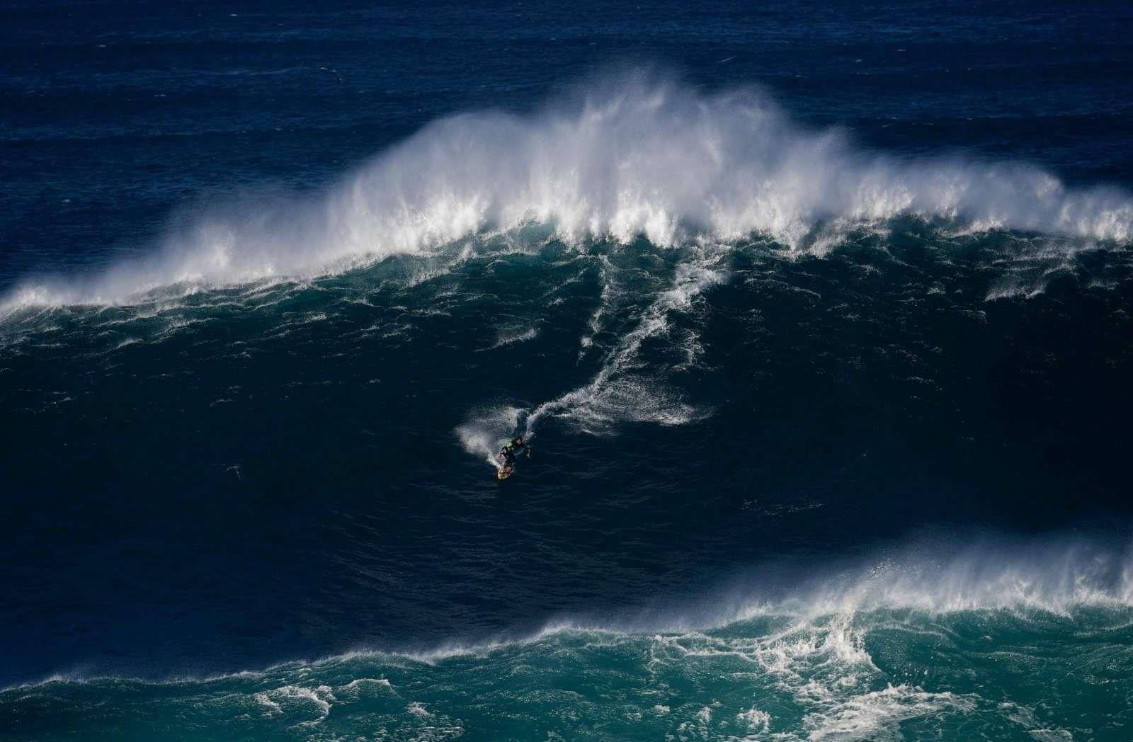 video-les-surfeurs-a-l-assaut-des-premieres-vagues-geantes-de-nazare.jpg (Image JPEG, 1600×1048 pixels) - Redimensionnée (67%)