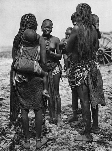"Africa | ""Ovambo women, Ondonga, South West Africa"" 