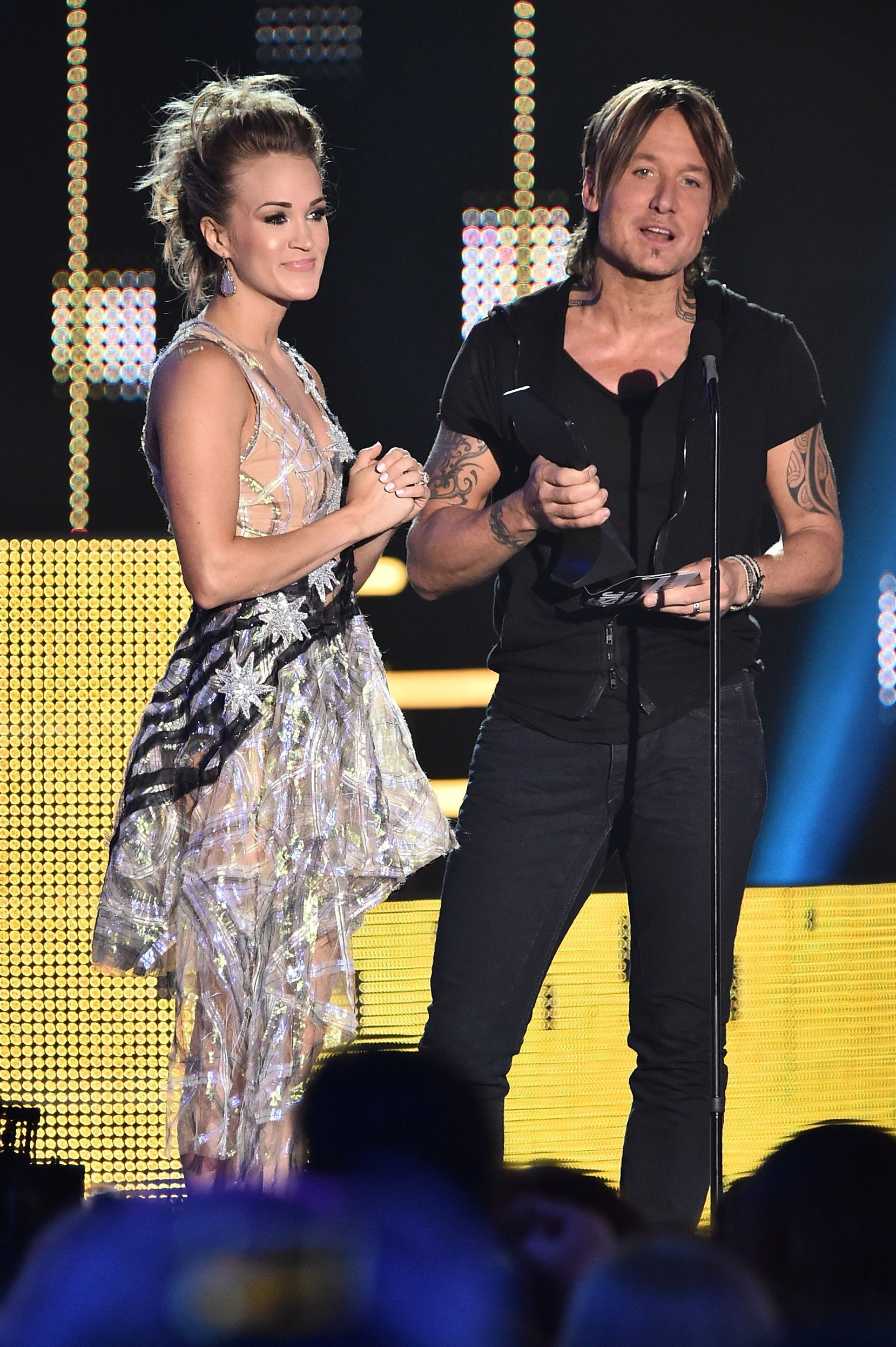 Carrie Underwood And Keith Urban Accept Award For Collaborative Video Of The Year Onstage During The 2017 Cmt Musi Cmt Music Awards Kanye West Kanye West Songs