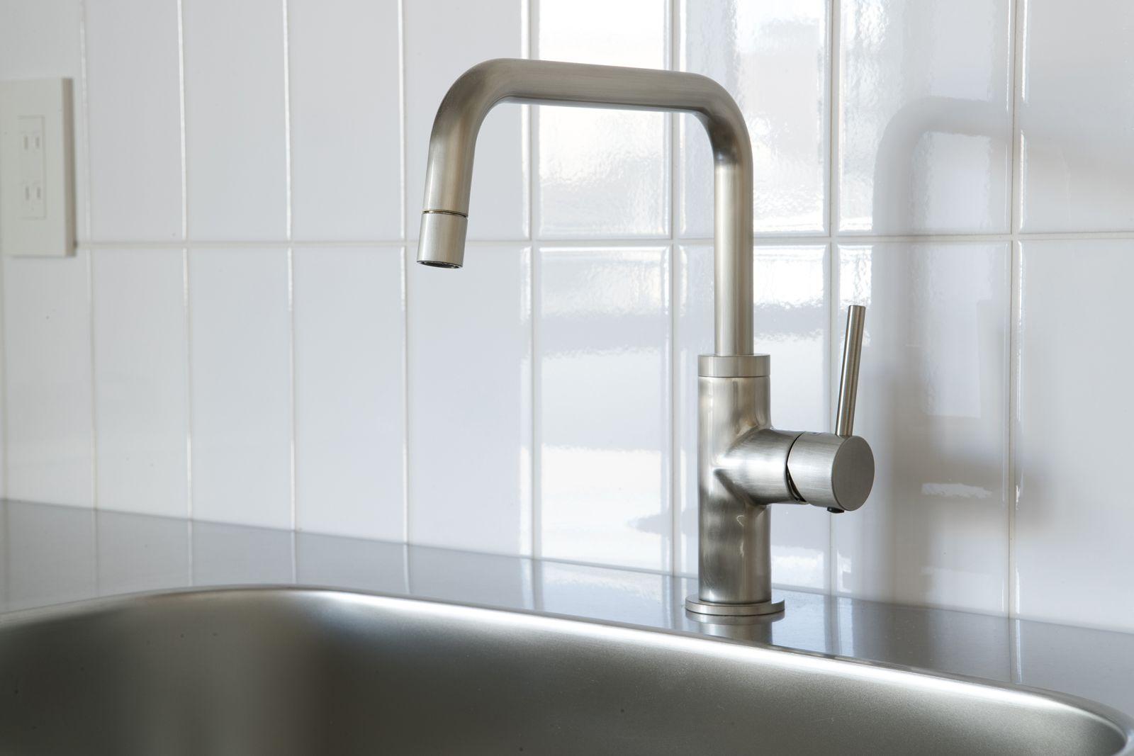 ニッケルサテン水栓は シルキーな質感と落ち着いた輝きが特長の