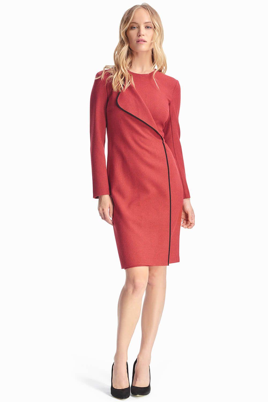 4e887c211e459e4 Красное платье с контрастным кантом станет базовой единицей твоего осеннего  гардероба. Благодаря таким необычным деталям