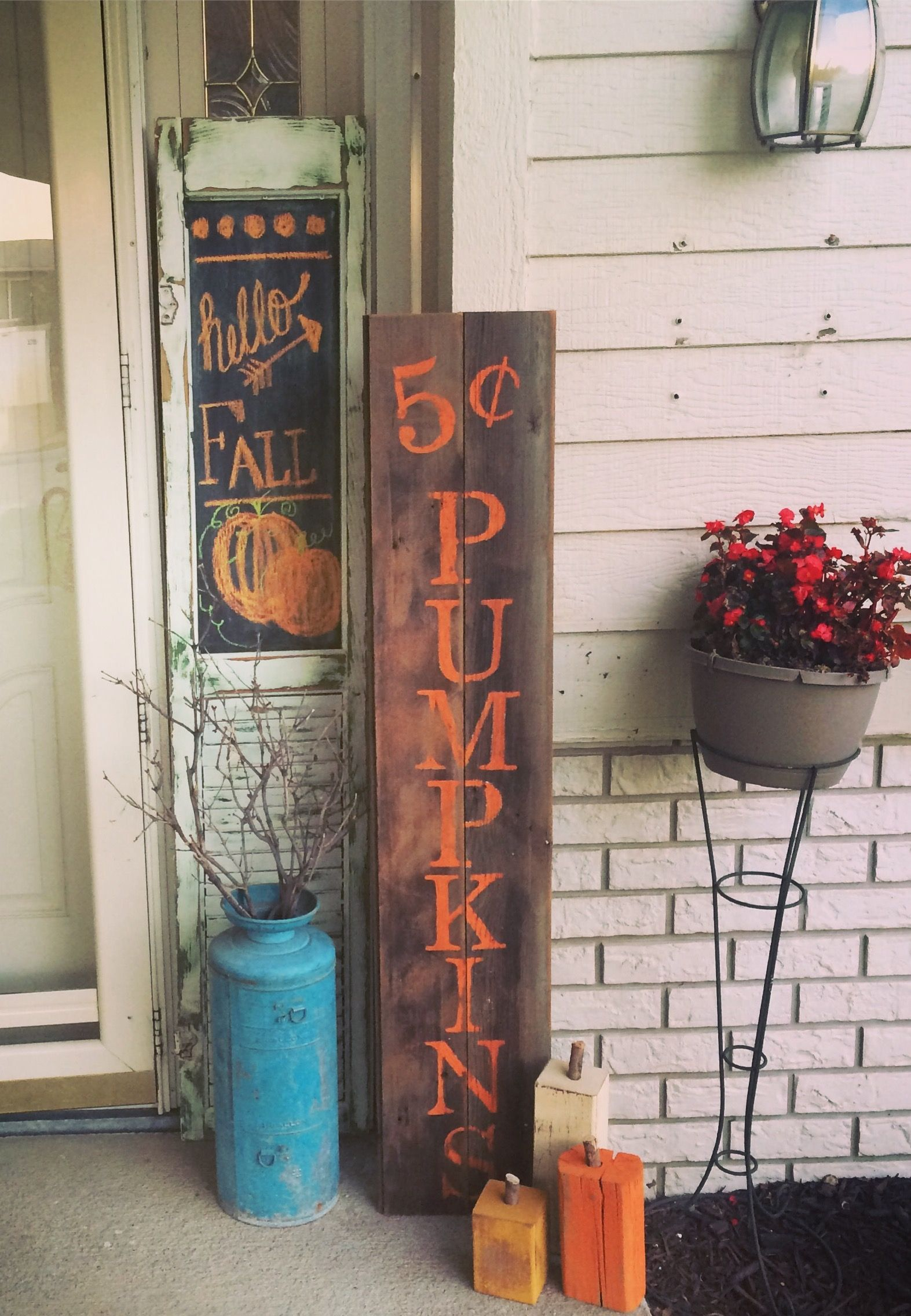 Easy wood sign for fall porch decor https emfurn com