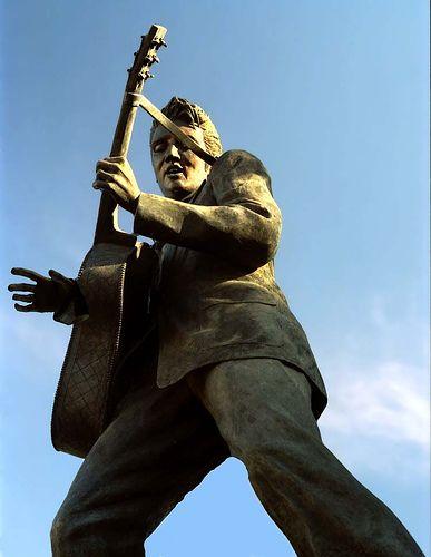 Elvis statue on Beale Street, Memphis