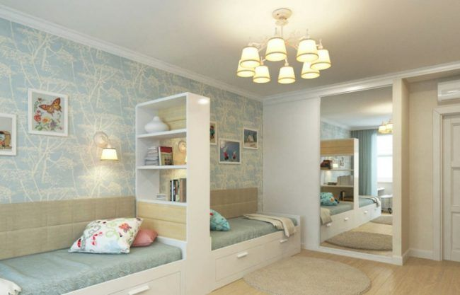 kinderzimmer fuer zwei raumteiler regal zwillinge farben tapetten pastellfarben blau spiegel. Black Bedroom Furniture Sets. Home Design Ideas