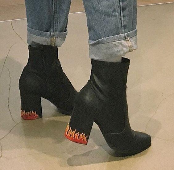 , Street style fashion 685250899528608210 –  26 magnifiques chaussures pour Femme tendance été 2018 Source by autourdelafrance, MySummer Combin Blog, MySummer Combin Blog