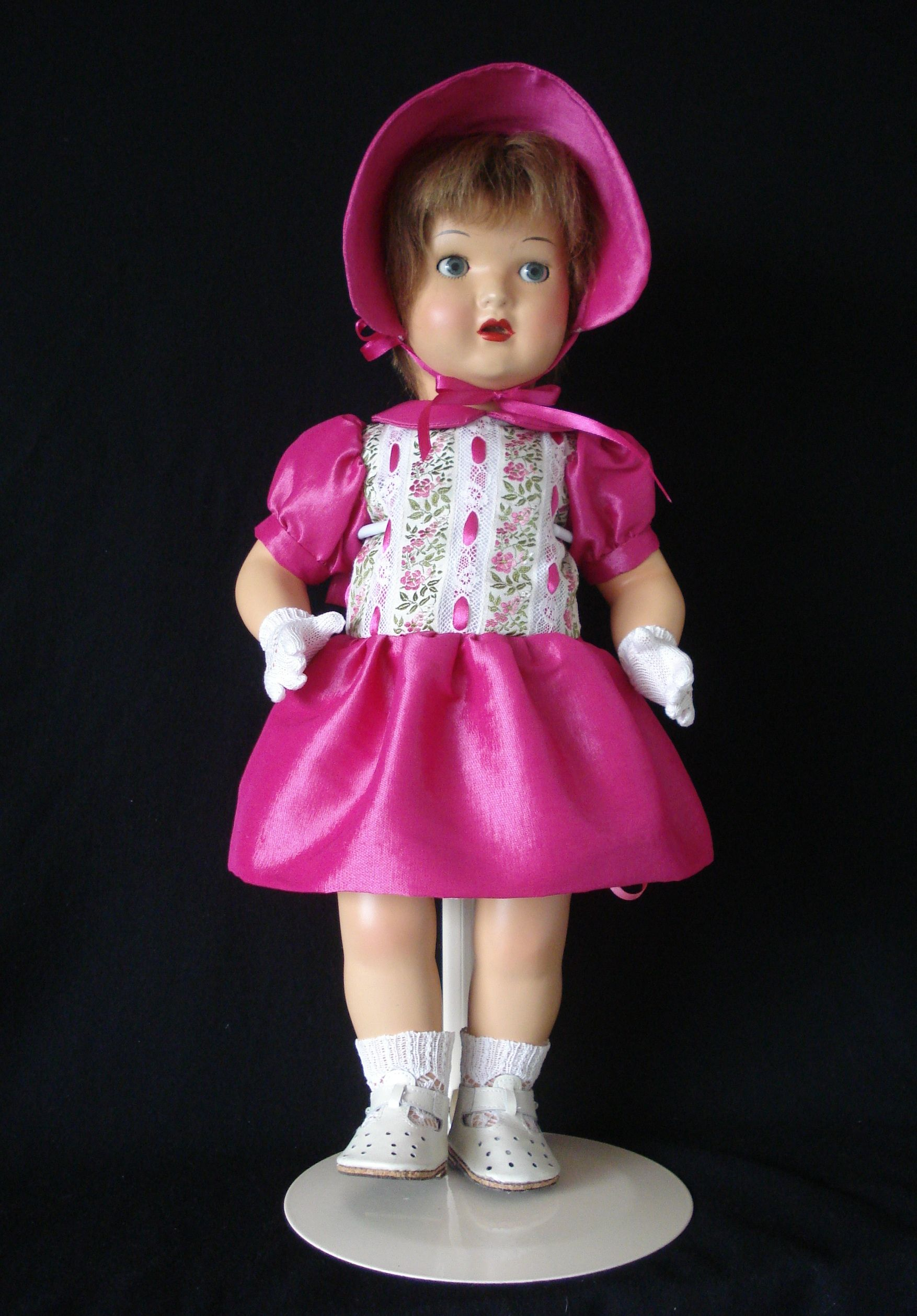 Mariquita Pérez vestido de tafetán y capota. Diseño propio. Zapatos ...