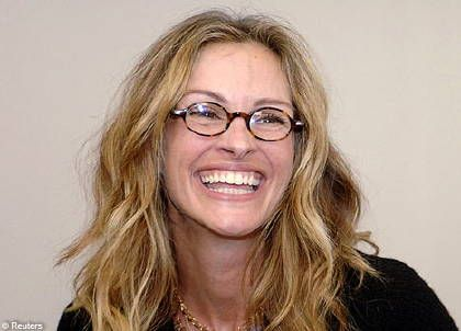 Julia Roberts Famous Actress Here With Blonde Hair And Glasses