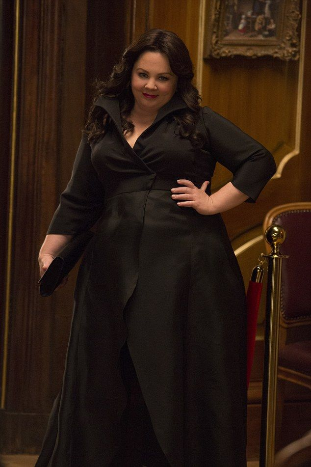 Melissa Mccarthy, black dress, spy movie.