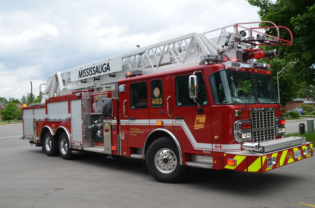 Mississauga Fire Department Spartan Gladiator Aerial Ladder | Fire Trucks | Fire trucks, Fire ...